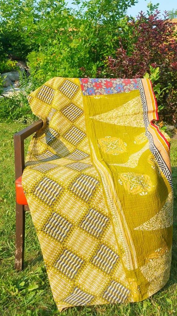 kantha throw blanket|kantha saree blanket|kantha saree quilt|reversible throw|bohemian throw|hippie throw|Vintage saree throw|upcycled throw
