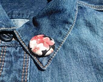 Light red flower lapel pin