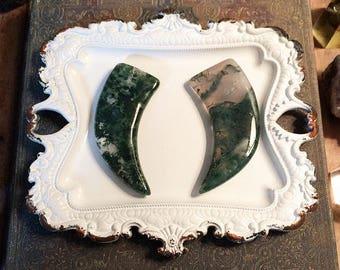 Moss agate // moss agate bead // carved moss agate // moss agate horn // moss crystal // crystal bead