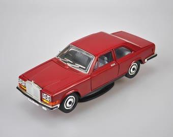 Rolls-Royce Camargue Red 1/18 Scale No.3001 Made in Italy Bburago Collector