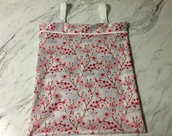 Custom hanging wetbag for cloth diapers / unpaper towels / family cloth (wet bag)