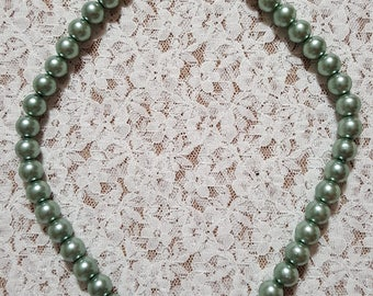 Green and pearl beaded necklace with gold clasp