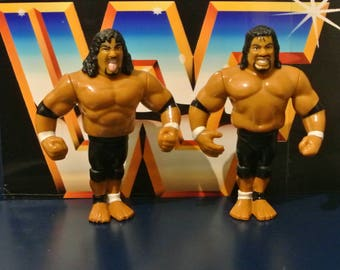 Hasbro WWF wrestling Figures - The Head Shrinkers Fatu/Samoa 001
