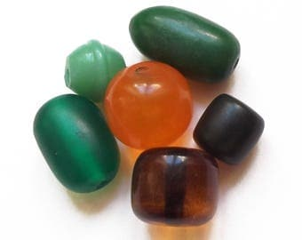 6 vintage shades of green and orange 15 to 26 mm resin beads