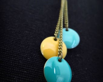 Stickers in green and yellow enamel and brass necklace