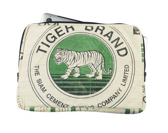 Upcycling 13-inch laptop sleeve laptop bag notebook case from cement and rice sack (motive: Tiger beige-green)