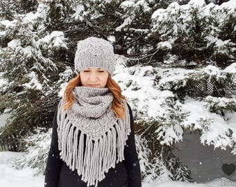 BERNADETTE Pale Grey / Knitting / Crochet Hat / collar / fringe