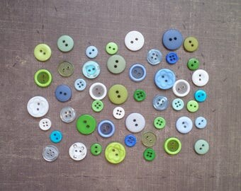 100 round mix size pattern colour blue green white buttons