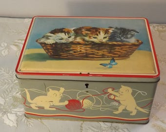 Chatons boite fer blanc. Tôle. Tin box. Cats and wool. Vintage. France