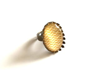 Yellow stripes - bronze ring