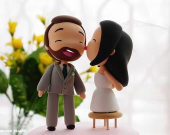 Chibi Wedding Cake Topper / Kawaii Manga, Anime Couple / Kissing Bride and Happy Groom / Cake Topper Figurines / Wedding Decoration