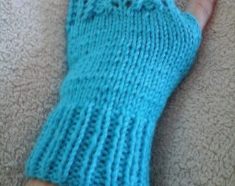 Turquoise lace woolen mittens
