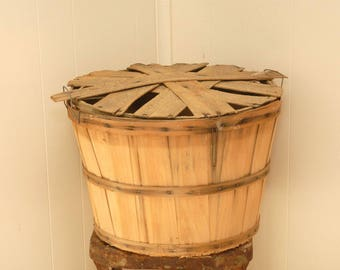 Vintage bushel basket with lid- Vintage bushel Basket, Apple Basket,Crop basket