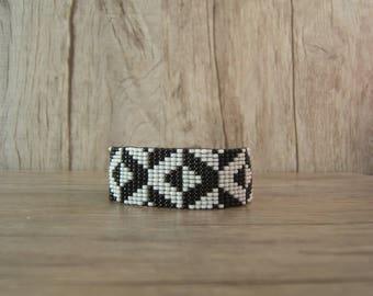 Women bracelet woven beaded diamond pattern, geometric, timeless, black and white, gift idea.