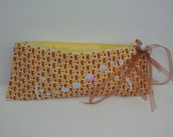 Queen dressed white/yellow/Burgundy print organdy pouch closes with zip
