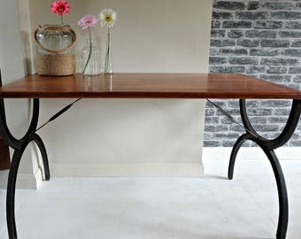 Reclaimed Wood Dining Table With Cast Iron Legs Pallet Table Reclaimed Shipping Pallets Table With Metal