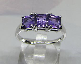 Woman silver ring and amethysts square size 54