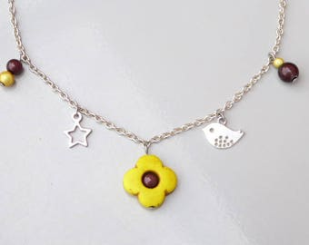 the Choker necklace featuring a yellow howlite flower