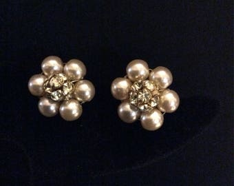 """Rhinestone cluster surrounded by Creamy Pearls. 3/4"""" Round"""