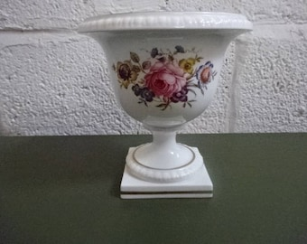 Royal Worcester Medium Urn Vase/Bournemouth/Fine Bone China/Collectable/Vintage/1970s