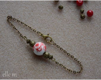 Fine and delicate bracelet minimalist red vintage style with its flower patterned ceramic bead