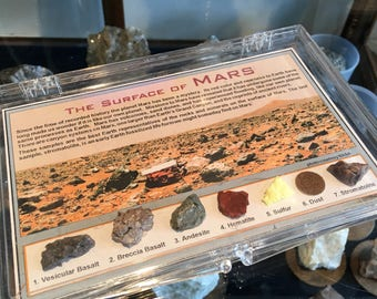 Box with 7 rocks minerals collection