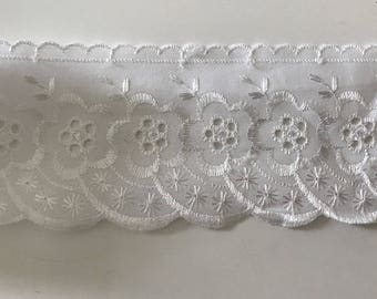 eyelet lace 7 cm in width, color white
