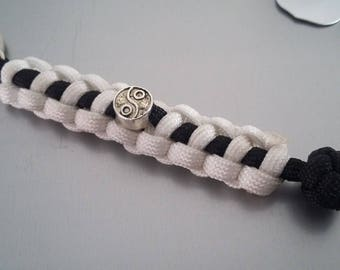"in shades of black and white ""yin yang"" Paracord keychain"