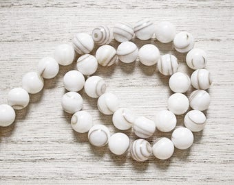 10 natural mother of Pearl shell beads 7 mm round
