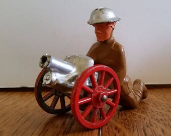 WW#1 Manoil soldier with wheeled cart firing machine gun, 99% mint, Barclay soldier, lead figure, toy soldier
