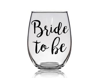 Personalized Wine Glass, Bride to be Wine Glass, Engagement Wine Gift, Stemless Wine Glass, Wedding Wine Glass