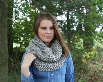 Chunky crochet textured cowl / chunky neckwarmer / knit scarf / gift for her / winter scarf / chunky textured infinity scarf / the MUNCIE