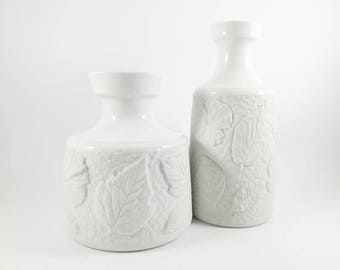 Schumann Arzberg Bavaria couple of matte white porcelain (biscuit) vases, with embossed leaves, mid century modern, West Germany, sgrafo