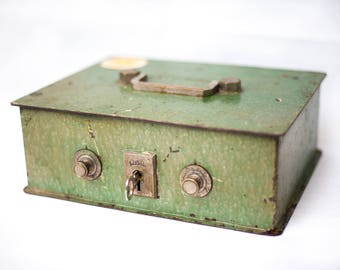safe small /coffre model / brand cifial / metal box/crate / box strong/Vintage /boite combination lock/box