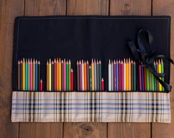 Highly customizable roll, for makeup brushes, paint brushes, pencils, markers, silverware and knitting tools