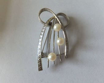 Stylish sterling silver and pearl brooch