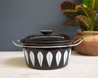Catherine Holm Lotus Dutch Oven in Black