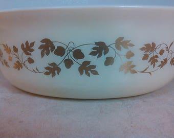 Vintage Pyrex Gold Acorn Leaf Cream Casserole Handles Dish USA 1.5 quart 043 23
