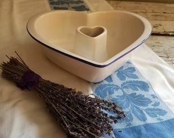 Vintage Ironstone Dish / Vintage Heart Wall Decor / Vintage Pottery / Vintage Clay Design Made in USA / Vintage Kitchen / Vintage  Dish