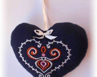 Heart embroidered on cotton decorated with a pretty little satin bow