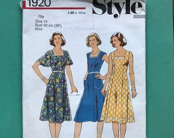 Style 1920 Retro Vintage 1970's Tea Dress, Sun Dress, Flared, Square Neck, Sewing Pattern Size 14 Bust 36 inches 92 cm