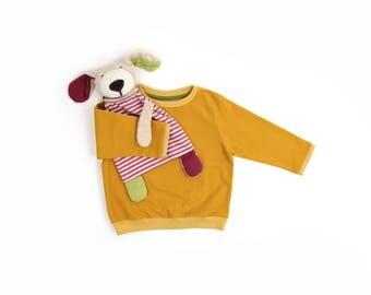 Sweatshirt with jeans look mustard-yellow girl boy