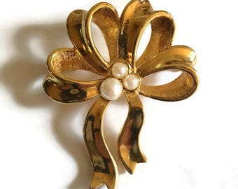 Vintage Avon Gold Tone and Faux Pearl Ribbon Bow Brooch Pin