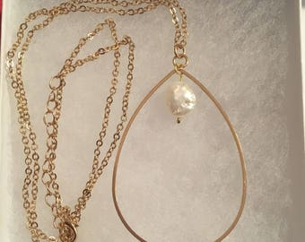Gold teardrop necklace with pearl centre