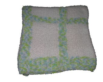 Hand-knit Soft Pipskeak Baby Blanket