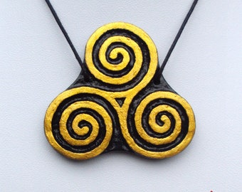 Pendant Triskele triskelion, triskele triskelion, clay, black and gold, talisman, amulet, Celtic, nordic, viking, pagan mythology, Odin, life