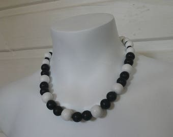 Black and white wood beads necklace