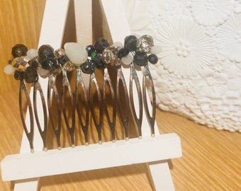 Black and white beaded hair comb