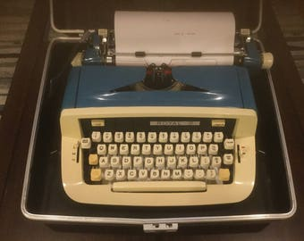 Royal Vintage typewritter
