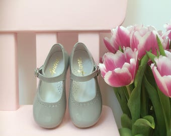 Mary Janes in paint grey